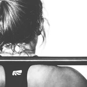 deine_Geschenkbox_Sport_Motivation_Frau_beim_Gewichtheben