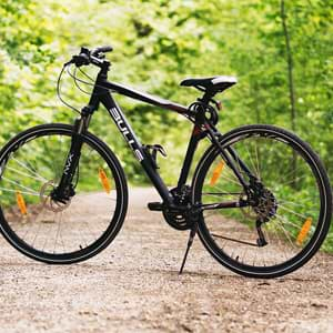 deine_Geschenkbox_Sport_Motivation_Fahrrad_auf_Feldweg