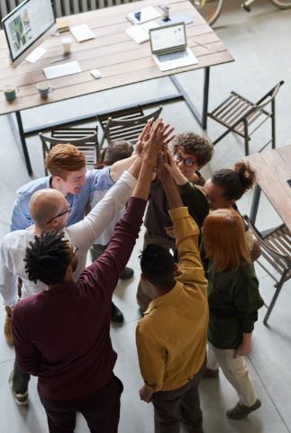 Zusammenarbeit stärken mit einem Geschenk für Geschäftspartner